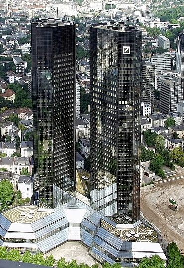 © Raimond Spekking - Deutsche-Bank-Hochhaus Frankfurt am Main - CC-BY-SA-3.0 (Wikimedia Commons)