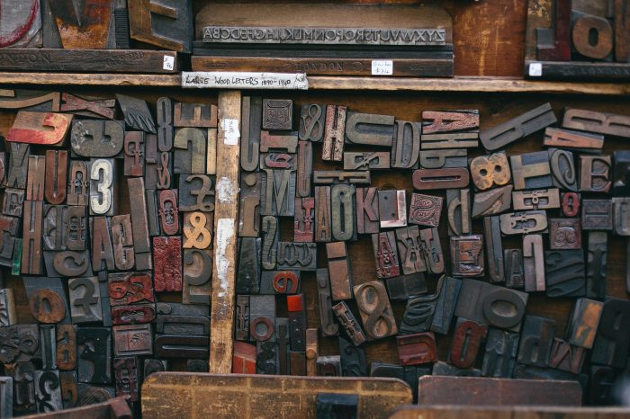 Mittels der Typographie können Texte wunderbar gestaltet werden. Die alten Setzkästen zeugen von eine vielfalt an unterschiedlichen Schriftarten und -typen.